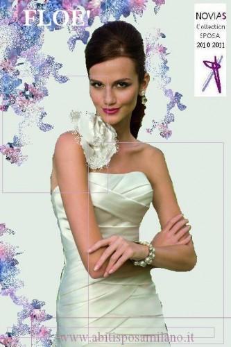 Abiti da sposa semplice milano Novias 2011.JPG